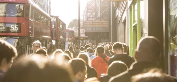 Contatto fisico e distanza interpersonale: le differenze culturali